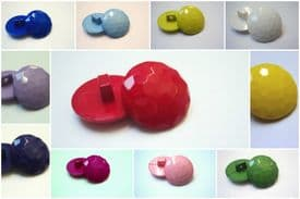 B225-18mm DIAMOND FACETED SHANK PLASTIC ITALIAN BUTTONS - LOT OF COLOUR - price is for 10 buttons